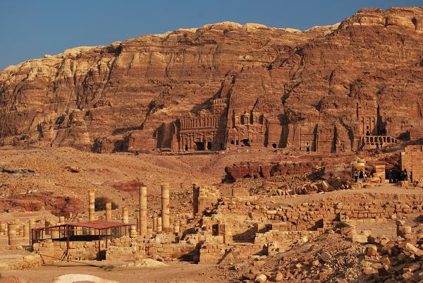 Petra, edifici scavati nella roccia