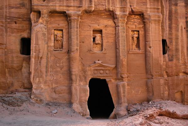 Petra, soldati scolpiti nella roccia
